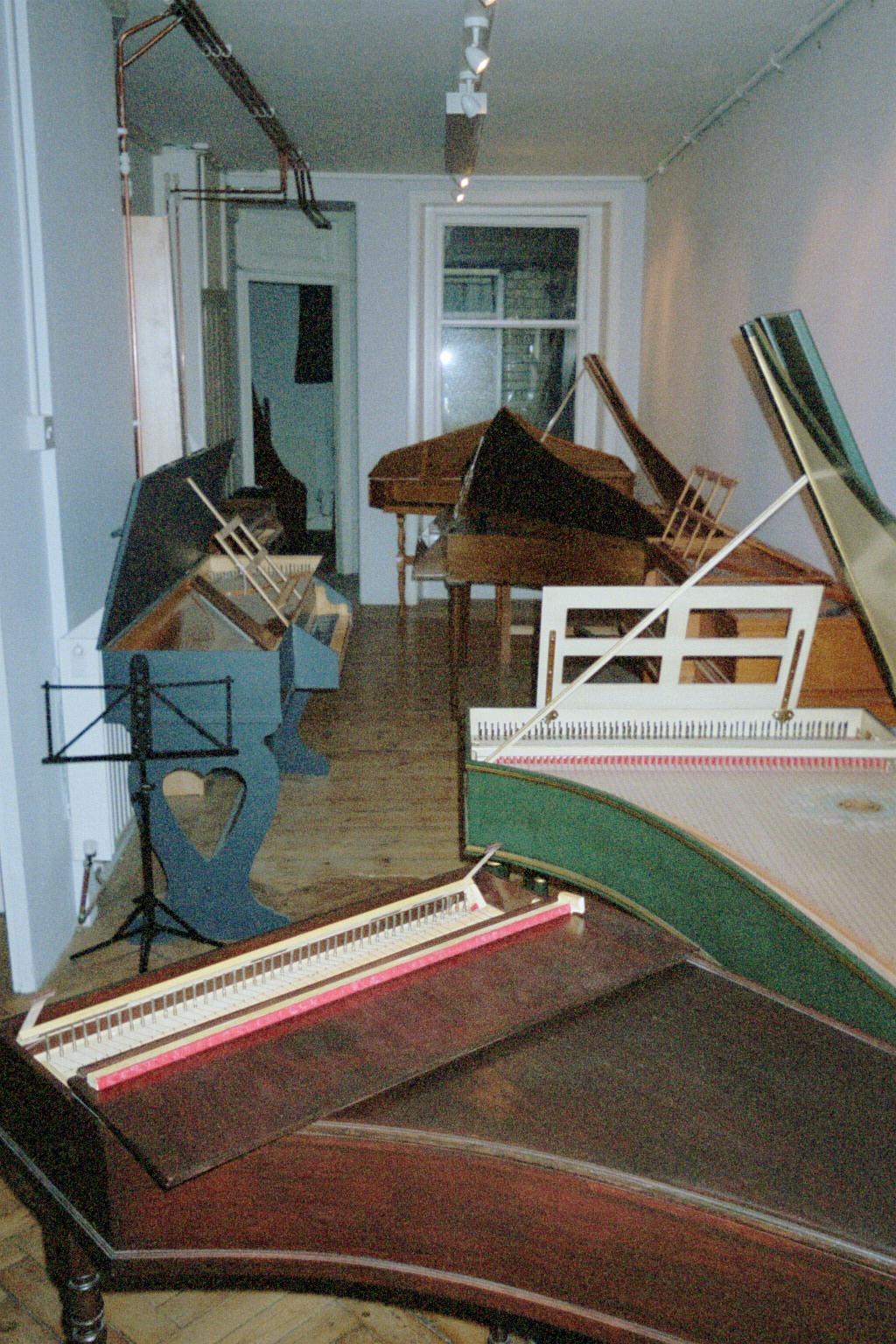 Narrow harpsichord shop (street level)!